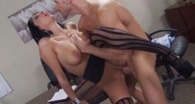 Veľké prsia pri sexe - Anissa Kate