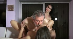 Trojica orálny sex
