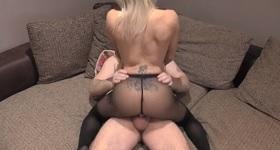 Sex s blondínkou na porno castingu.