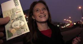 Sympatickú českú ženu láka agent na rychlý prachy